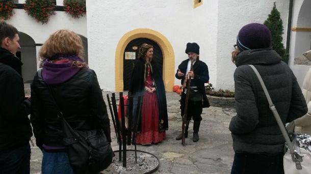 turistični vodniki na gradu bogenšperk v srcu slovenije
